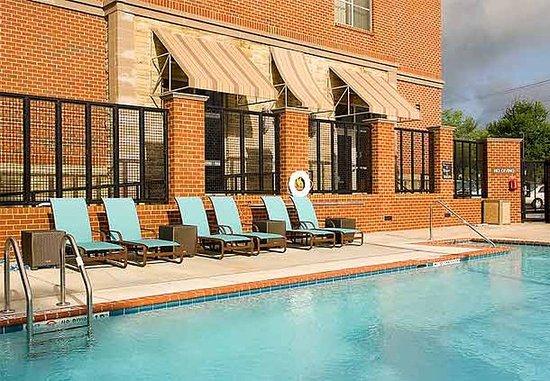 Fairfax, فيرجينيا: Outdoor Pool
