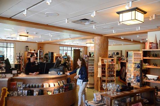 Bear Mountain Inn's Overlook Lodge: Trading Company Store
