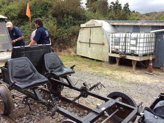 Taumarunui, Nova Zelândia: Railbike showing seating and pedals