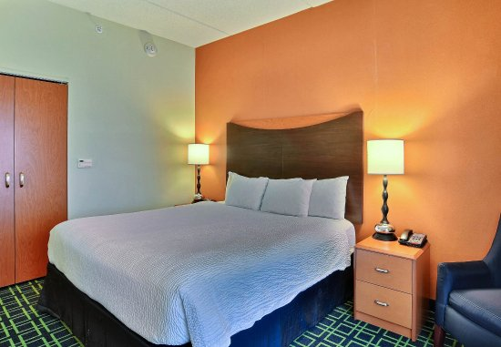Huntingdon, Pensylwania: King Suite   Sleeping Area