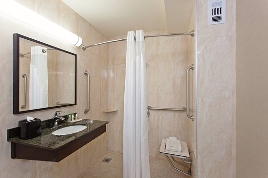 West Covina, CA: Guest Bathroom