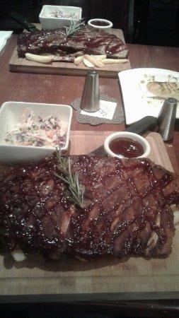 Burleigh Heads, Australia: USA style pork spare ribs