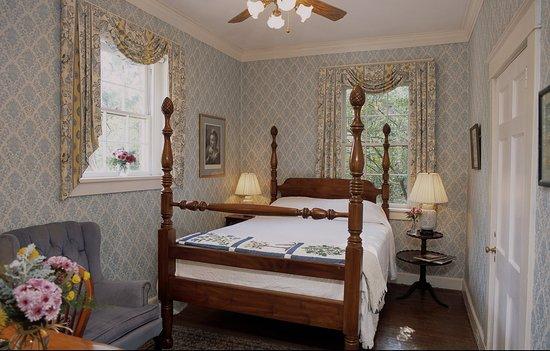 Cedars of Williamsburg Bed and Breakfast