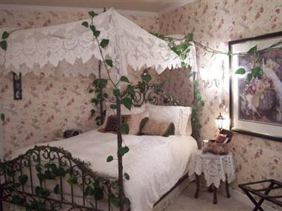 Caldwell, ID: Guest Room (OpenTravel Alliance - Guest room)