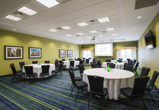 Fairfield Inn & Suites Winnipeg: Fairfield Meeting Room   Banquet Setup