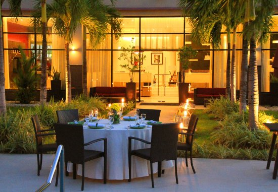 Courtyard Panama at Metromall Mall : Outdoor Event - Banquet Setup