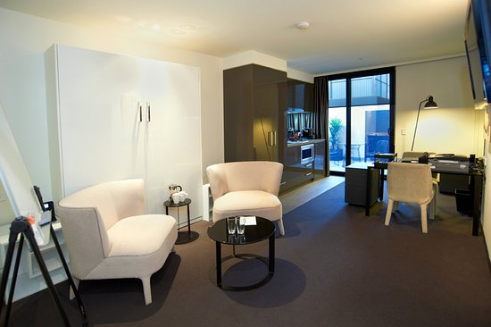 Hawthorn, Australia: Office Suite