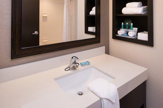 Monroe, NC: Vanity in regular guest rooms
