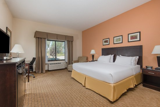 Lafayette, IN: Guests love our king bed guest rooms.