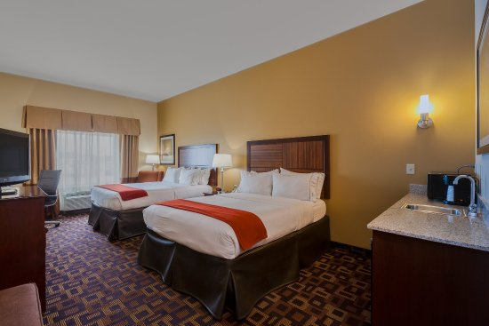 Salina, KS: ADA/Handicapped accessible Two Queen Guest Room