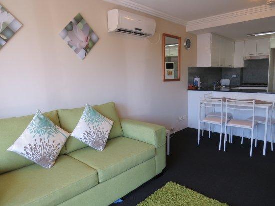 Randwick, ออสเตรเลีย: One Bedroom Apt Lounge