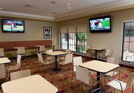 TownePlace Suites Williamsport: Breakfast Area