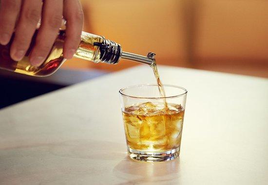 Courtyard Milwaukee Airport: Liquor