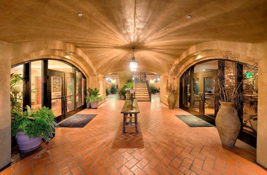 Los Gatos, CA: Courtyard Foyer