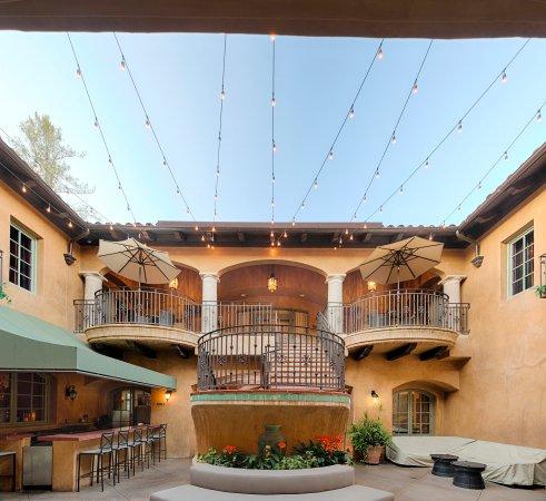 Los Gatos, CA: Courtyard