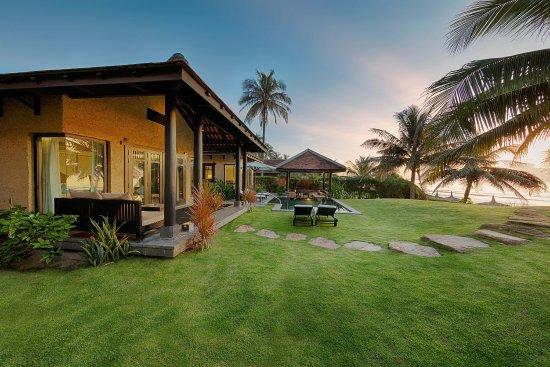 Anantara Mui Ne Resort: Beach front villa at Dawn