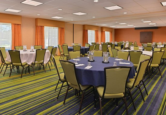 Fairfield Inn & Suites Denver Aurora/Parker : Broncos & Avalanche Meeting Rooms   Event Setup