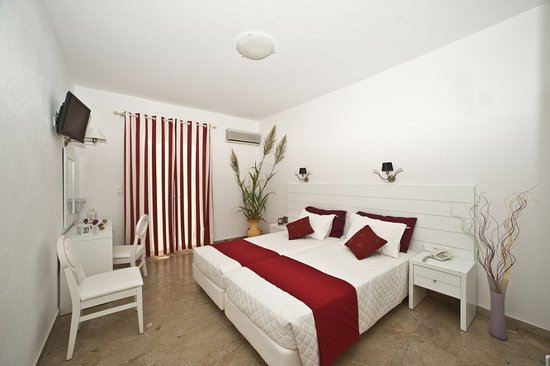 Hotel Gorgona: Double-Twin Room Sea View
