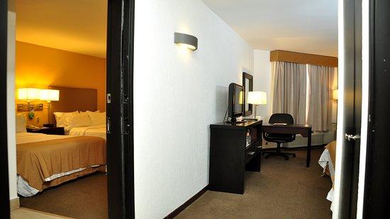 Holiday Inn Tijuana Zona Rio : Adjoining Room