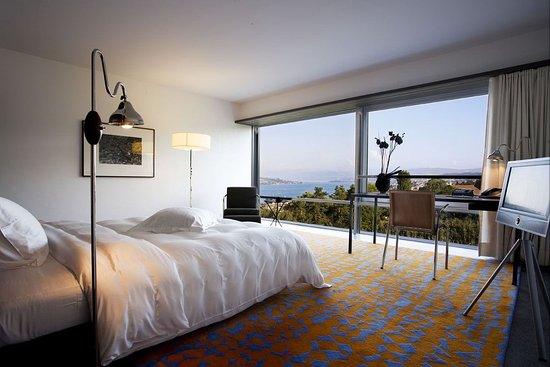 Swiss Re Centre for Global Dialogue: Guest room