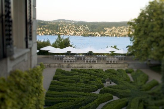 Swiss Re Centre for Global Dialogue: A wonderfull view to the Lake of Zurich