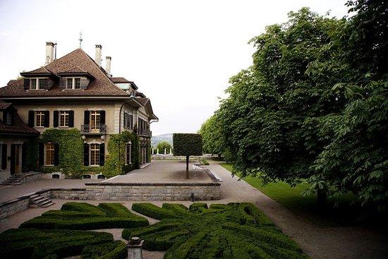 Swiss Re Centre for Global Dialogue: Villa and garden