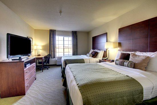 Wayne, NE: Two Queen Guestroom