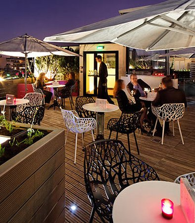 Courtyard by Marriott Paris Boulogne: Spend a relaxing evening at 114 Up on the Roof Bar at our hotel