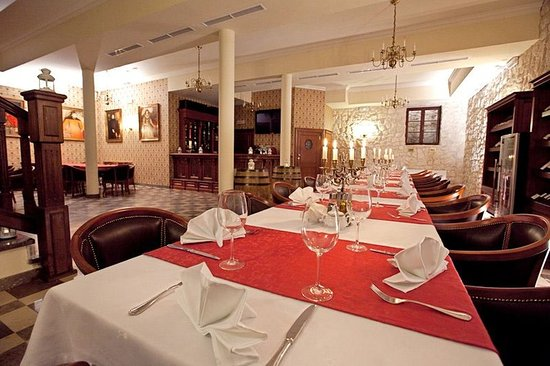 Hotel Sarmata: Wine Cellar