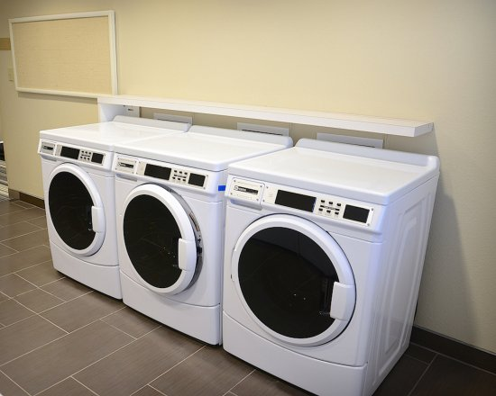 Candlewood Suites Denver Northeast - Brighton: Denver - Brighton Laundry Facility