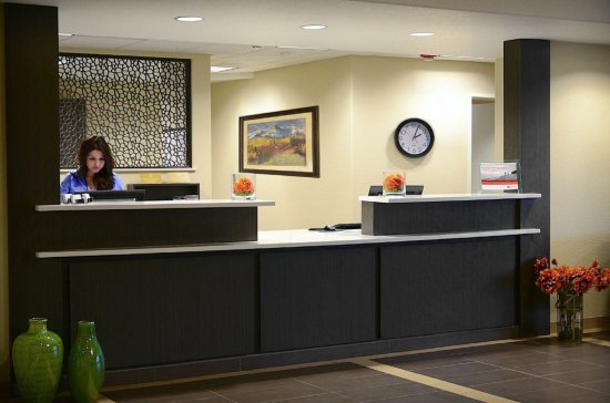 Candlewood Suites Denver Northeast - Brighton: Denver - Brighton Front Desk
