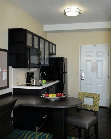 Denver - Brighton Guest Room Kitchen-Dinner Table