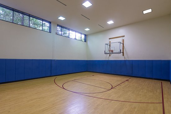 Plainsboro, NJ: Half Court Basketball