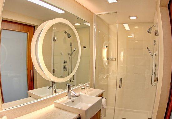 Moosic, بنسيلفانيا: Suite Bathroom