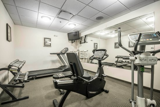 Salmon Arm, Canada: Fitness center with free weights