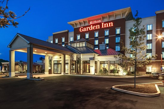 Hilton Garden Inn Pittsburgh/Cranberry : Hotel Exterior at Night