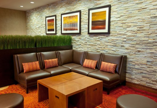 Brooklyn Park, MN: Northland Pre-Function Area