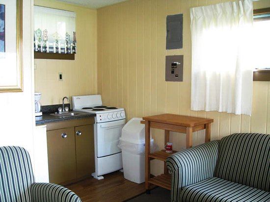 Oneonta, AL: Two Bedroom Cabin Lakefront