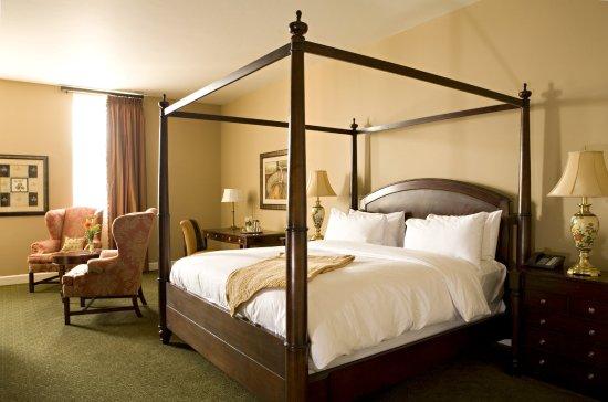Delafield, WI: Classic Room