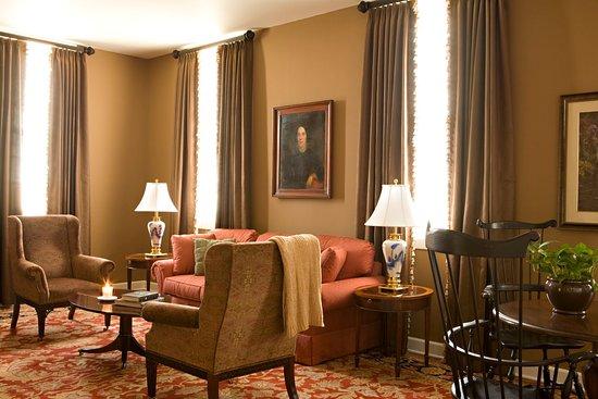 Delafield, WI: Living Room