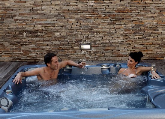 Euphoria Club Hotel & Resort: Relax in the outdoor jacuzzi!