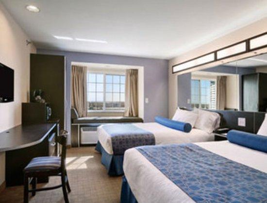 Stanley, North Dakota: Standard Two Queen Bed Room