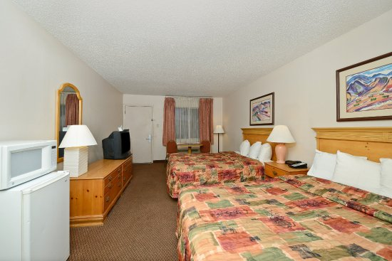 Americas Best Value Inn & Suites-Las Cruces/I-10 Exit 140: Two Queen Beds