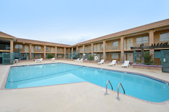 Americas Best Value Inn & Suites-Las Cruces/I-10 Exit 140: Pool