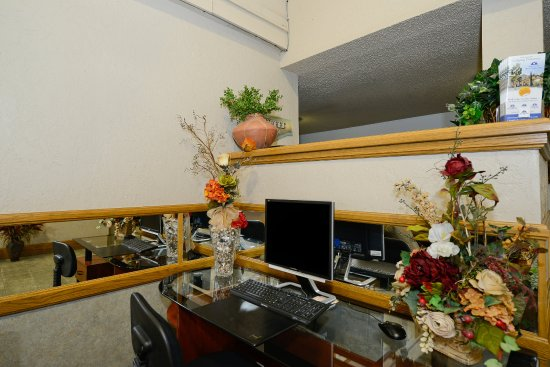 Americas Best Value Inn & Suites-Las Cruces/I-10 Exit 140: Business Center