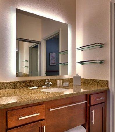 Gilbert, AZ: Suite Bathroom