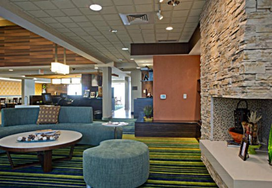 Fairfield Inn & Suites Valdosta: Lobby Seating Area