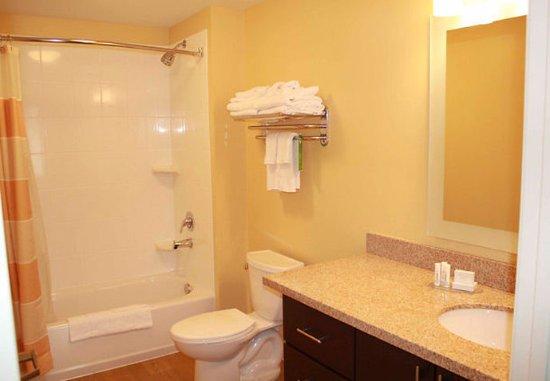 Richland, WA: Suite Bathroom
