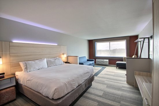 Fond du Lac, WI: Standard Guestroom