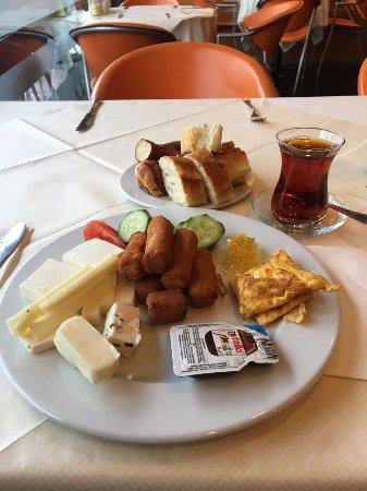 Best Western Hotel Ikibin-2000 : Açık büfe kahvaltı(bana hitap edenler bu kadardı)